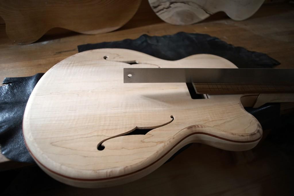 Guitar Luthier T-13